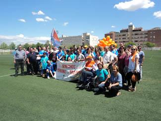 Foto: Socios lanzando globos el día de la epilepsia. Todos Somos Ápice