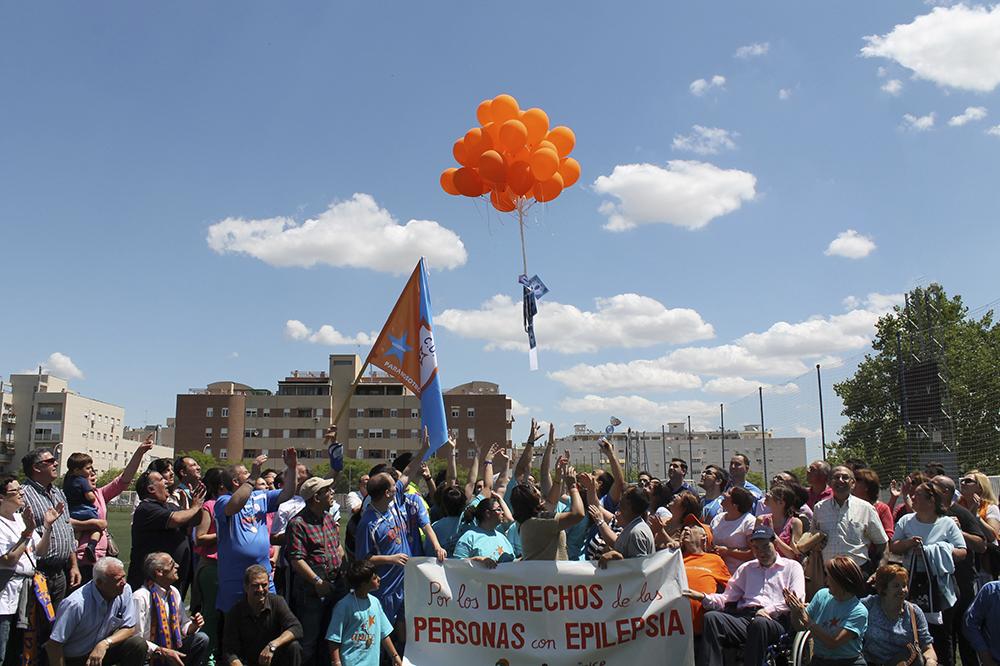 Todos somos Ápice, Todos los socios lanzando globos naranjas por el día de la epilepsia.