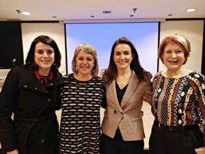 En la imagen, Dra. Beatriz Giráldez, Elisenda Polinya (Mar de Somnis), Dra. Mar Carreño y Charo Cantera (Ápice Epilepsia).