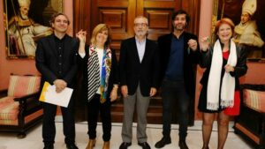 Entrega de las llaves  a nuestra presidenta Charo Cantera De Frutos por el concejal de distrito Cerro-Amate, Juan Manuel Flores  y el gerente deEmvisesa, Felipe Castro