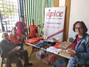 Foto: del stands de objetos artesanos hechos por personas discapacitadas en Ápice