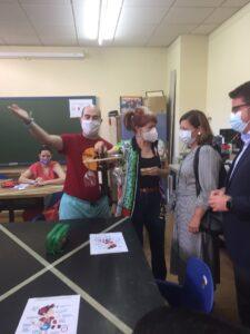 Charo Cantera presidenta de Ápice enseña el centro de formación a Carmen Santa María y Manuel Benjumea