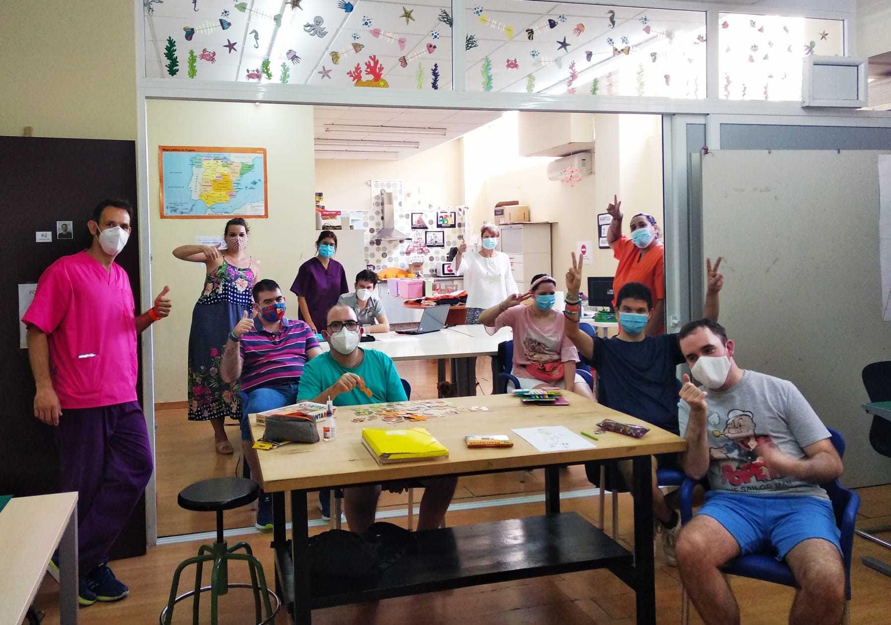 Foto, centro ocupacional con todos sus alumnos